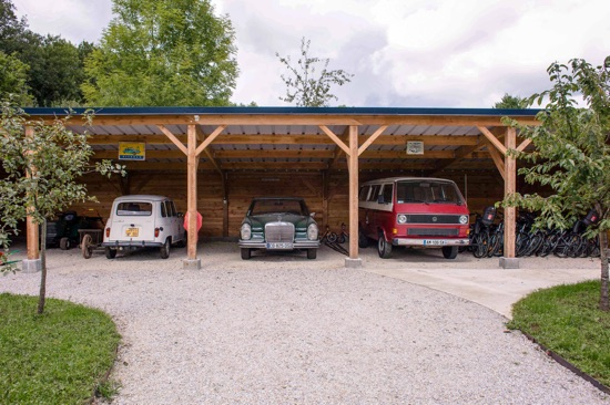 Le parking couvert du Country Lodge