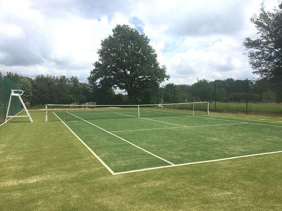Le court de tennis du Country Lodge